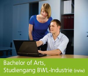 """<img class=""""alignnone wp-image-469 size-full"""" src=""""https://berufsstart.louisenthal.de/wp-content/uploads/2016/01/header_bachelor.jpg"""" width=""""944"""" height=""""359"""" /> <h1><span style=""""color: #ffffff;""""><strong>Bachelor of Arts, Studiengang BWL-Industrie</strong> (m/w)</span></h1>   [cols]  [col class=""""2/3""""]  <span style=""""color: #ffffff;""""><strong>Du strebst die Fachhochschulreife bzw. das Abitur an und interessierst dich für kaufmännische Vorgänge und Zusammenhänge wie Einkauf, Finanzen, Personalmanagement oder Marketing? Dann bist du als dualer Student (m/w) zum Bachelor of Arts im Studiengang BWL-Industrie bei uns genau richtig.</strong></span>  <span style=""""color: #ffffff;"""">In Kooperation mit der Dualen Hochschule Ravensburg wirst du bei Louisenthal optimal für die anspruchsvollen Tätigkeiten in allen betriebswirtschaftlichen Unternehmensbereichen ausgebildet. Alle drei Monate wechselst du dabei von den Praxisphasen an unseren Standorten Louisenthal und München in die Theoriephasen an der Dualen Hochschule Ravensburg.</span>  <span style=""""color: #ffffff;"""">In schriftlichen Praxisarbeiten bearbeitest du betriebliche Problemstellungen, und in den Praxisphasen durchläufst du sämtliche kaufmännischen Abteilungen. In den Theoriephasen lernst du neben den Grundlagen der Betriebswirtschaftslehre, wirtschaftsbezogener Mathematik, Volkswirtschaftslehre, Recht, Datenverarbeitung, Rechnungswesen und Englisch auch speziell auf Industriebetriebe ausgerichtete Studieninhalte.</span> <h4><span style=""""color: #ffffff;""""><strong>Dein Profil:</strong></span></h4> <span style=""""color: #ffffff;"""">• gute Mathematik- und Englischkenntnisse • Durchhaltevermögen • Interesse an wirtschaftlichen Zusammenhängen • Selbstständigkeit, Eigeninitiative und sicheres Auftreten • Problemlösungs- und Entscheidungsfähigkeit</span>    [/col]  [col class=""""1/3 last""""] <h4><span style=""""color: #ffffff;"""">Ausbildungsdauer:</span></h4> <span style=""""color: #ffffff;"""">3 Jahre</span> <h4><span style=""""color: #ffffff;"""">Mindes"""