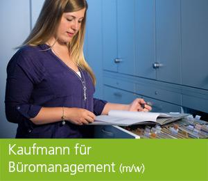 """<img class=""""alignnone wp-image-464 size-full"""" src=""""https://berufsstart.louisenthal.de/wp-content/uploads/2016/02/header_bueromanagement-1.jpg"""" width=""""944"""" height=""""359"""" /> <h1><span style=""""color: #ffffff;""""><strong>Kaufmann für Büromanagement</strong> (m/w)</span></h1>   [cols]  [col class=""""2/3""""]  <span style=""""color: #ffffff;""""><strong>Wer unterstützt in Zukunft unsere kaufmännische Verwaltung, bestellt Rohstoffe und erfasst Produktionsdaten? Das kannst du nach einer Ausbildung bei uns als Kaufmann für Büromanagement (m/w)!</strong></span>  <span style=""""color: #ffffff;"""">Mit dieser Ausbildung schaffst du dir Basiswissen für Büro- und Betriebsorganisation. Während der Ausbildung durchläufst du alle kaufmännischen Abteilungen, wie zum Beispiel Einkauf, Buchhaltung, Controlling, Personalabteilung und Vertrieb. In die Fachbereiche wirst du integriert und lernst, wirtschaftliche Zusammenhänge zu erkennen und kaufmännische Aufgabenstellungen zu bearbeiten.</span>  <span style=""""color: #ffffff;"""">Wenn dich das anspricht und du selbst- und verantwortungsbewusst handelst, dann vermittelt dir diese Ausbildung beste Voraussetzungen für eine zukünftig verantwortungsvolle Position und gibt dir die Möglichkeit, mitzugestalten und mitzuorganisieren. Nach der Ausbildung stehen für dich zahlreiche Einsatz- und Aufstiegsmöglichkeiten bereit.</span> <h4><span style=""""color: #ffffff;"""">Dein Profil:</span></h4> <span style=""""color: #000000;""""><span style=""""color: #ffffff;"""">• Interesse an kaufmännischen Aufgabenstellungen</span> <span style=""""color: #ffffff;""""> • Spaß an Teamarbeit</span> <span style=""""color: #ffffff;""""> • Verantwortungsbewusstsein</span> <span style=""""color: #ffffff;""""> • Kommunikationsfähigkeit</span> <span style=""""color: #ffffff;""""> • Freude am Umgang mit der EDV</span> </span>    [/col]  [col class=""""1/3 last""""] <h4><span style=""""color: #ffffff;"""">Ausbildungsdauer:</span></h4> <span style=""""color: #ffffff;"""">3 Jahre</span> <h4><span style=""""color: #ffffff;"""">Mindestvoraussetzung:</span></h4> <"""